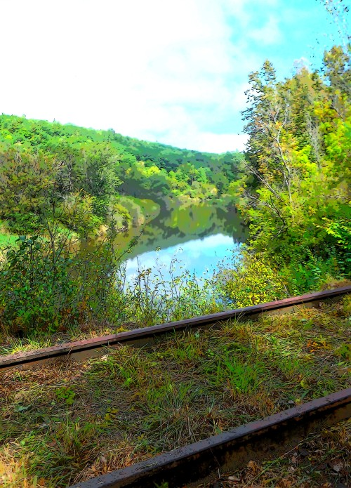 Scenic access to the Mascoma RIver behind the Miracle Mile
